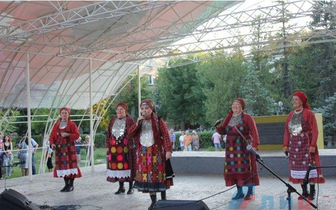 На окупований Донбас приїхали співати бабусі з Росії: опубліковано відео