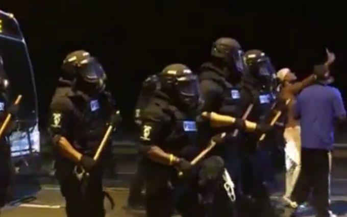 У нових масових заворушеннях в США поранено 12 поліцейських: з'явилося відео