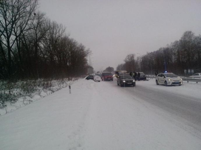 В масштабной аварии на Житомирщине столкнулись 14 авто: опубликованы фото (3)