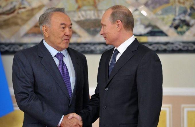 Путин обсудил ситуацию в Украине с Назарбаевым