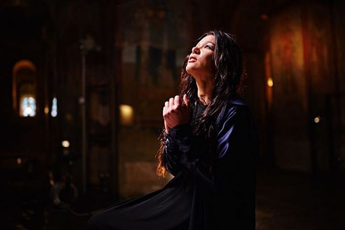 """""""Отче наш"""": відома українська співачка записала потужний кліп на пісню-молитву"""