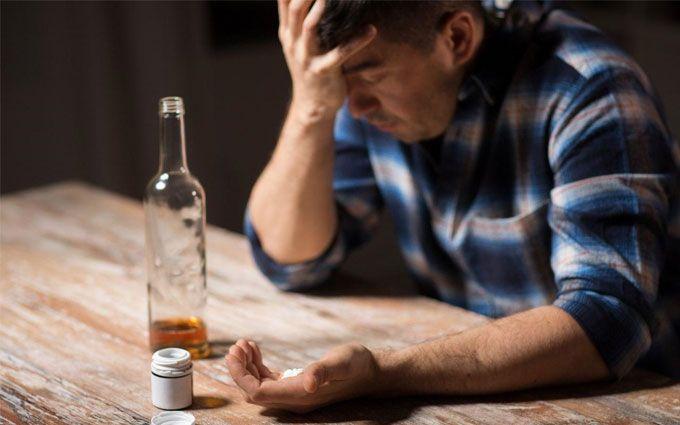 Лечение алкоголизма: почему люди становятся алкоголиками и как им помочь