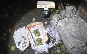 В Киеве поймали уличных торговцев боевыми гранатами: опубликованы фото