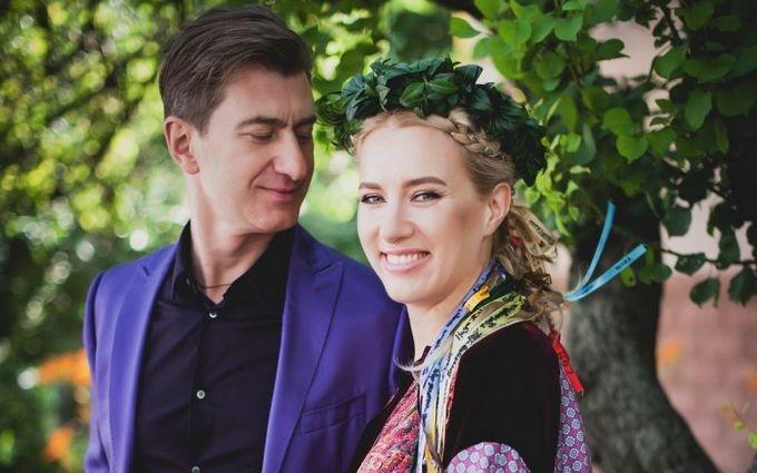 Відомий продюсер і українська співачка знову побралися: опубліковані фото