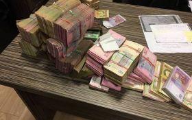 СБУ после громкого обыска обвинили в распространении фальшивок: появились фото