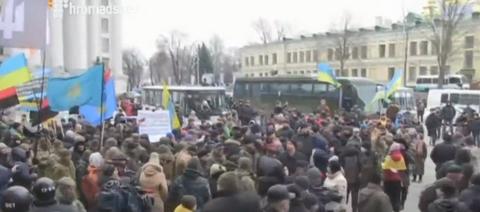 В центре Киева атаковали офис Ахметова: опубликованы фото и видео (4)