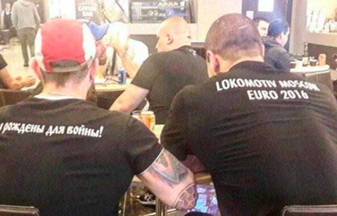 """Российские фанаты в футболках """"рождены для войны"""" устроили драку на Евро-2016: опубликованы фото"""