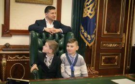 Зеленський з дітьми терміново подзвонив Богдану, Гончаруку і Баканову