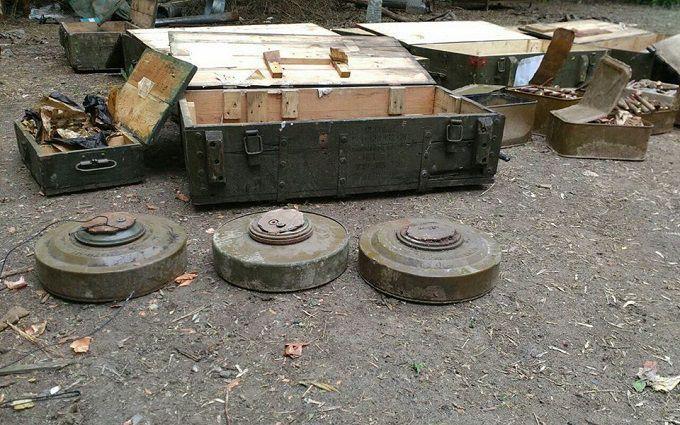 На Донбассе боевики подорвались на собственных минах, тяжело ранен кадровый офицер из России - разведка