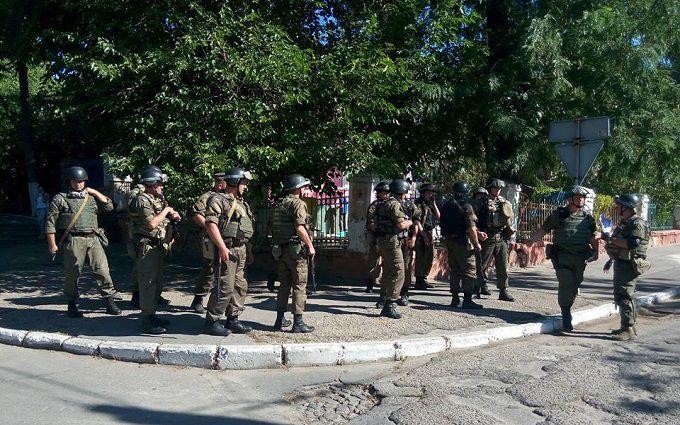 Херсон підняли на вуха озброєні силовики в центрі міста: з'явилися фото