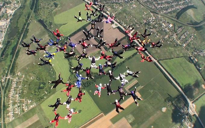 В Украине женщины-парашютистки установили новые мировые рекорды: опубликованы зрелищные видео