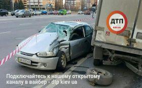 В Киеве произошло масштабное ДТП с несколькими машинами: опубликованы фото