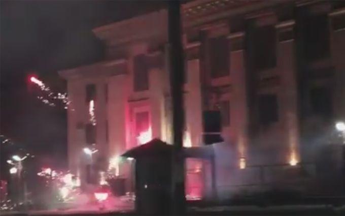 У Києві влаштували салютну атаку на російське посольство: опубліковано відео