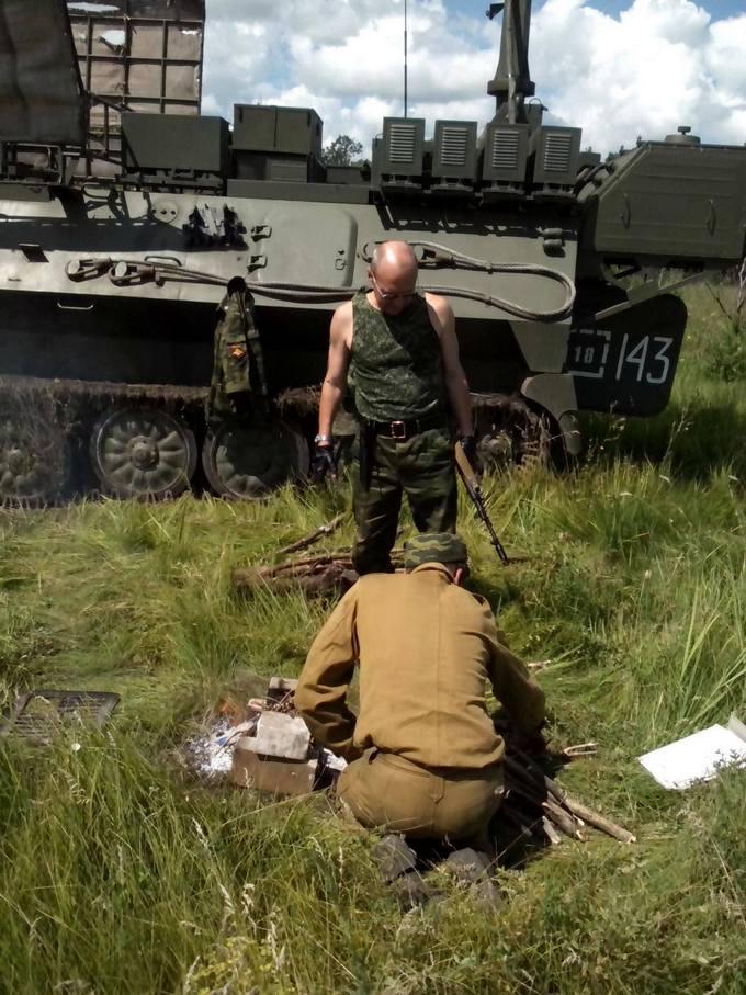 Найманці з Білорусі катаються по Донбасу на російській техніці: опубліковані фото (4)