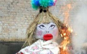 """На Донбассе сожгли """"чучело Памелы Андерсон"""": появились смешные фото"""