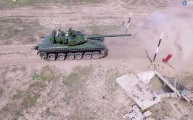 Порошенко оголосив про відправлення нових танків у зону АТО: з'явилося відео