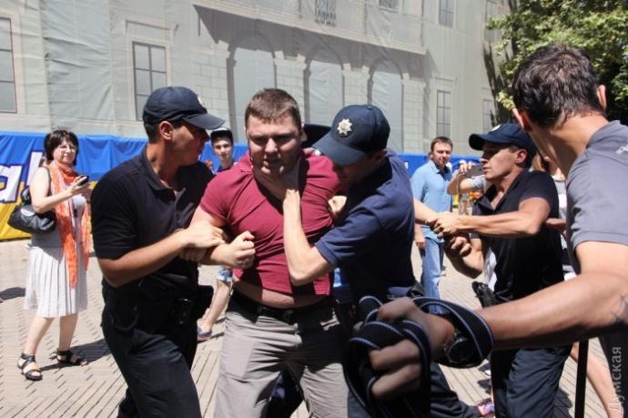 В Савченко в Одессе бросили яйца: опубликованы фото (1)
