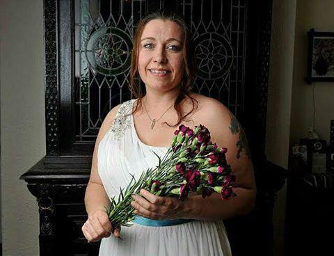 Жінка вирішила відсвяткувати 40-річчя, вийшовши заміж за себе: з'явилися фото і відео (1)