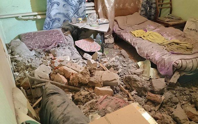 У Харкові вантажівка вилетіла на дах будинку: опубліковані фото і відео