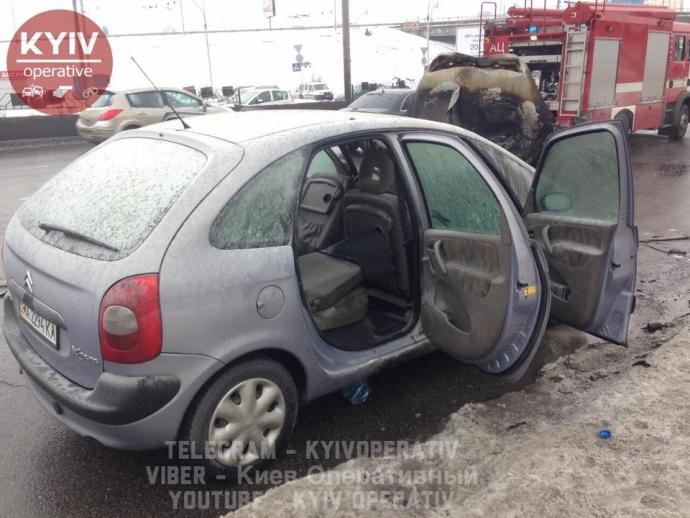 В Киеве машина загорелась прямо на ходу: опубликованы фото (5)