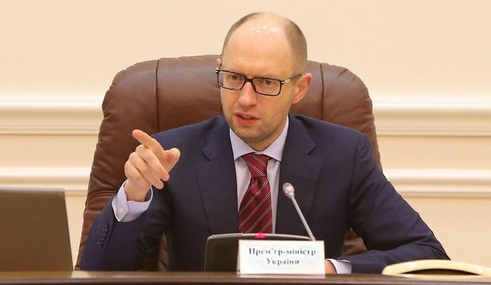 Яценюк считает, что отставка сейчас - это побег с поля боя