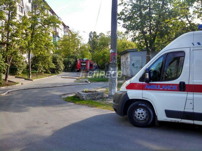 В Киеве из-за окурка сгорели три квартиры: появились фото (4)