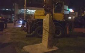 В Одессе демонтировали памятный камень в честь советского маршала Жукова: появилось видео