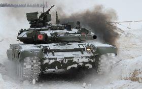 Тысячи единиц тяжелой техники, кораблей и военных: Россия продолжает стягивать к границам Украины мощное оружие