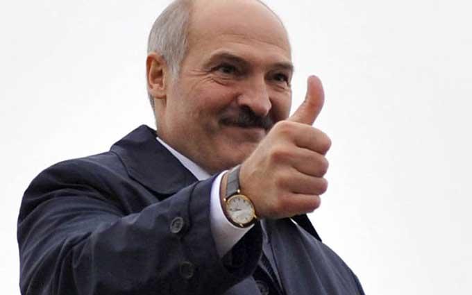 Лукашенко повеселив пропозицією роздягнутися: опубліковано відео