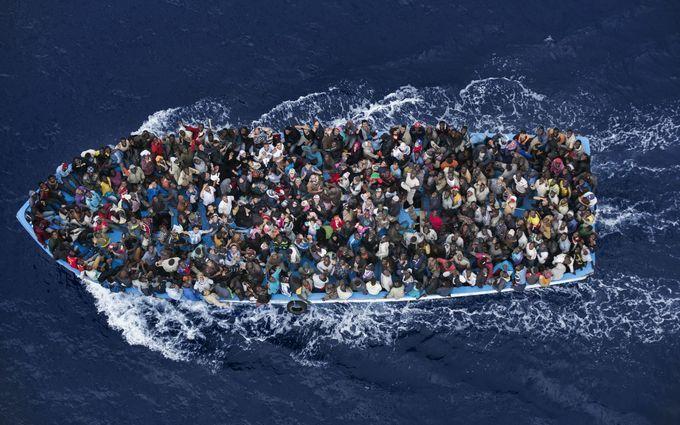 Біля берегів Єгипту перевернулося судно з мігрантами: з'явилися подробиці трагедії