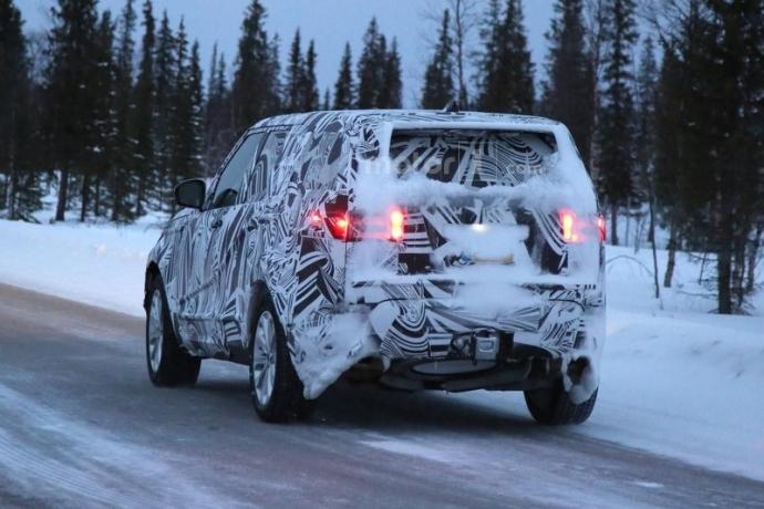 Компания Land Rover вывела на тесты обновленный Discovery (5 фото) (4)