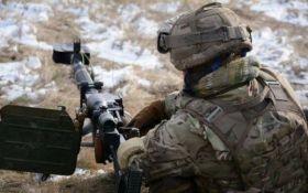 На Донбасі бойовики обстрілюють сили АТО з забороненої артилерії: є поранені