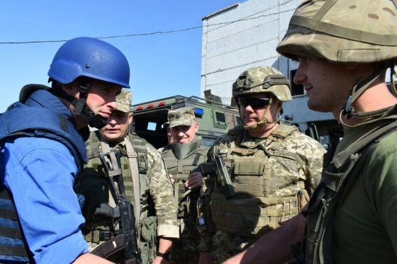 На Донбасс срочно приехал глава Минобороны Британии (2)