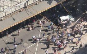 В Австралії позашляховик в'їхав у натовп, багато постраждалих: опубліковано відео
