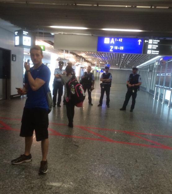 Таємничий пасажир став причиною евакуації аеропорту у Франкфурті: опубліковані фото і відео (1)