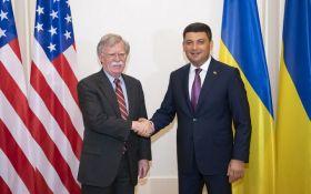 Гройсман провел переговоры с Болтоном в Киеве: о чем говорили премьер Украины и советник Трампа