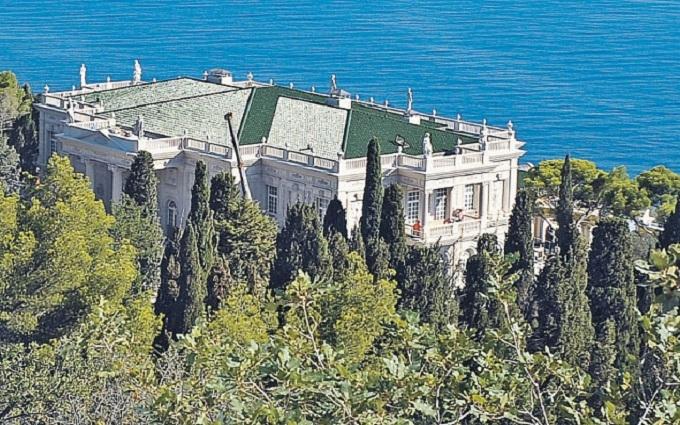 Кум Путина и украинские олигархи получили землю в Крыму