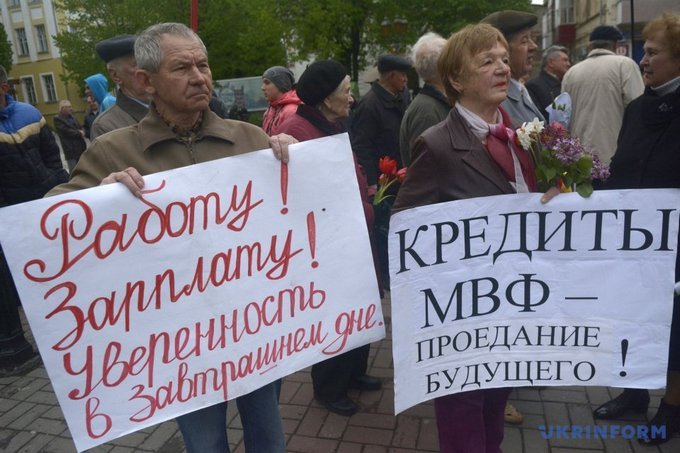 На первомайском митинге в Виннице националисты устроили потасовку: появились фото (5)