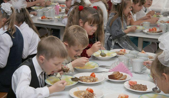 Теперь бесплатное питание в школах будет не для всех учащихся
