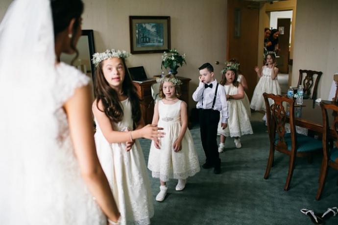 Вчителька запросила дітей з синдромом Дауна на своє весілля: зворушливі фото (2)