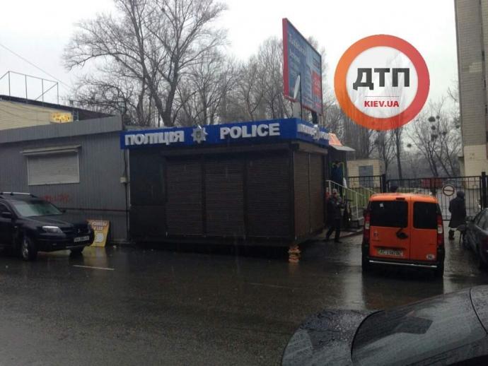 В Киеве появился первый киоск для полиции: опубликованы фото (1)