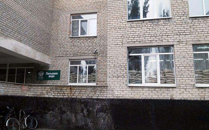 Бойовики ДНР обстріляли школу: з'явилися фото з місця подій