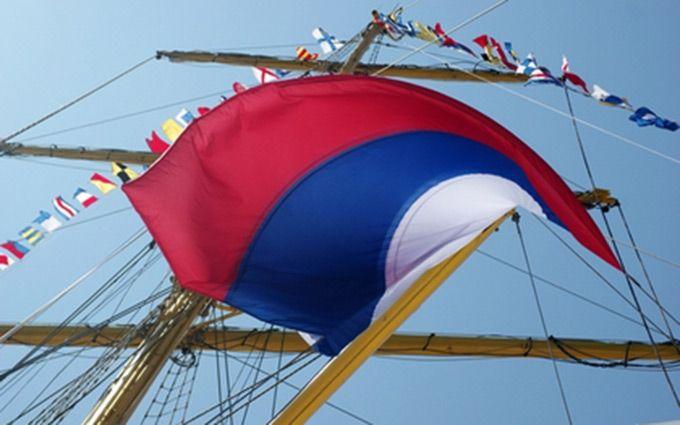 Вцентре Севастополя неизвестный попытался сжечь флаг России