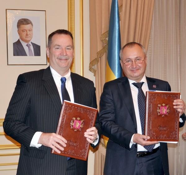 Україна і НАТО підписали важливу угоду: з'явилися фото і відео (1)
