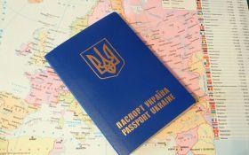 Порошенко поручил обеспечить украинцев из ОРДЛО и Крыма старыми загранпаспортами