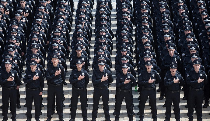 Больше половины украинцев считают зарплату полицейских недостаточной - опрос