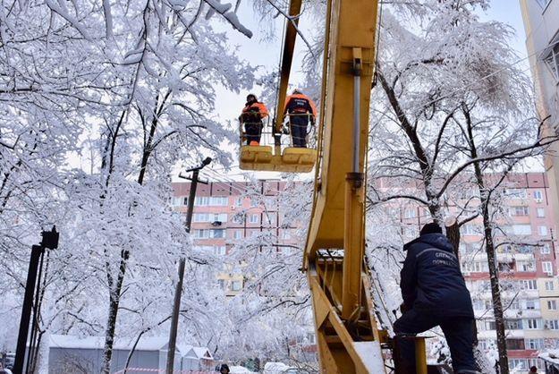 Часть населенных пунктов Украины остается без электричества