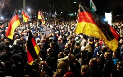 Багатотисячна акція на підтримку біженців пройшла в Берліні (1)