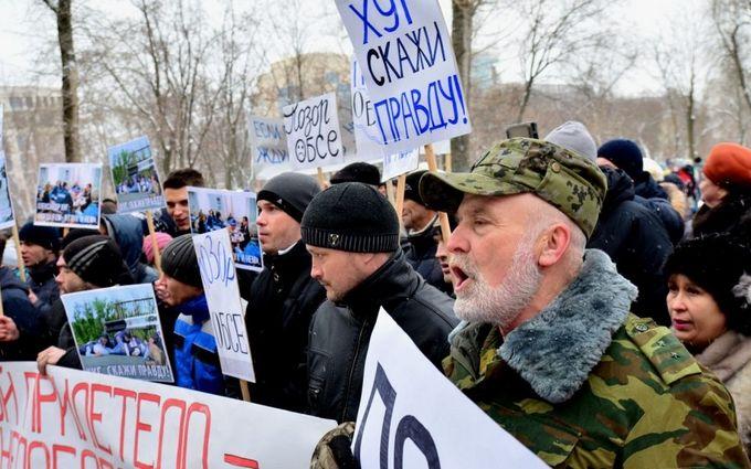 Бойовики ДНР зігнали на мітинг проти ОБСЄ смішне число людей: з'явилися фото