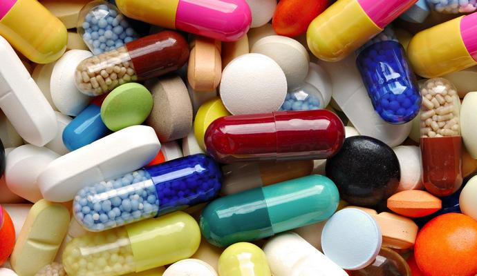 В 2016 году Минздрав будет закупать лекарства через международные организации